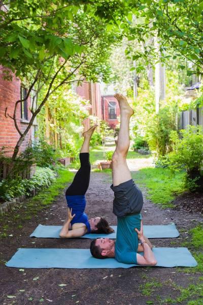 Yogalavie - Posture sur les épaules I